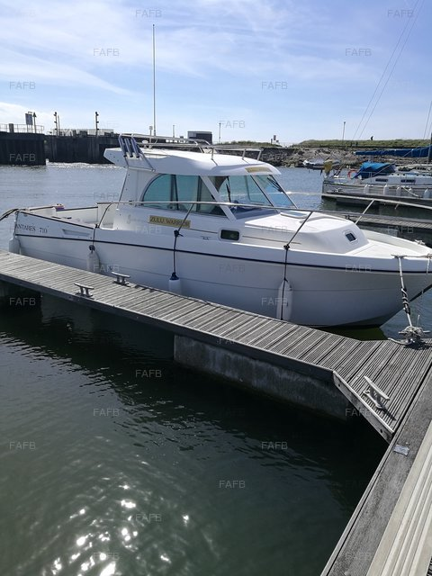 Beneteau Antares 710 - picture 1